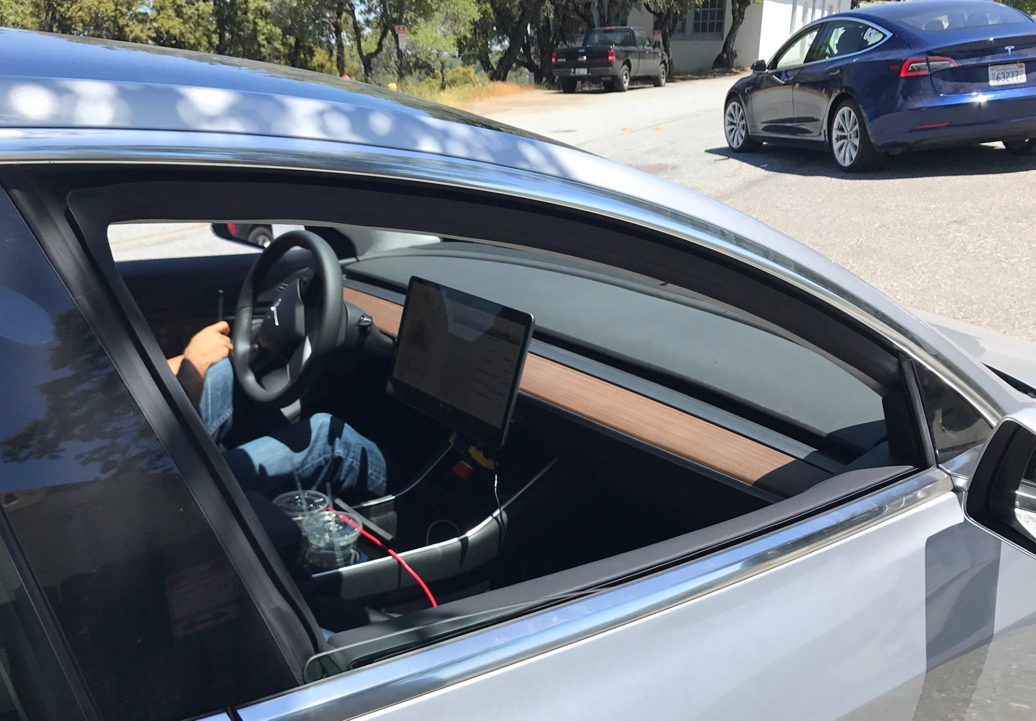Dashboard tesla model 3 is minimalisme ten top for Tesla model 3 interieur